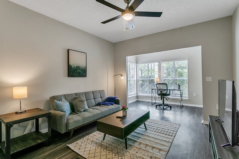 Modern 1BR Flat in the Heart of North Atlanta, vacation rental in Norcross