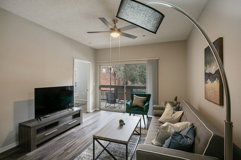 Modern 2-Bedroom Suite in Perimeter Center, vacation rental in Norcross