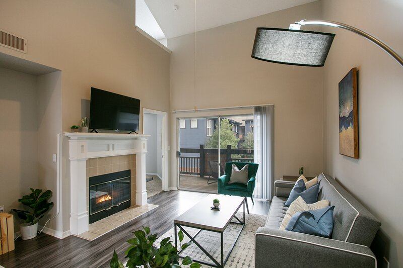 Luxury 2-Bedroom Townhome in North Atlanta, vacation rental in Norcross