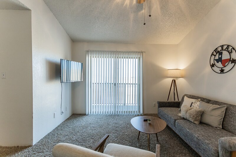Newly Renovated Midland Flat + Pool, vacation rental in Odessa