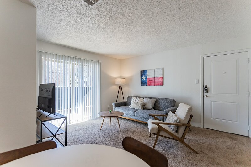 Brand New Midland Suite + Pool, holiday rental in Odessa