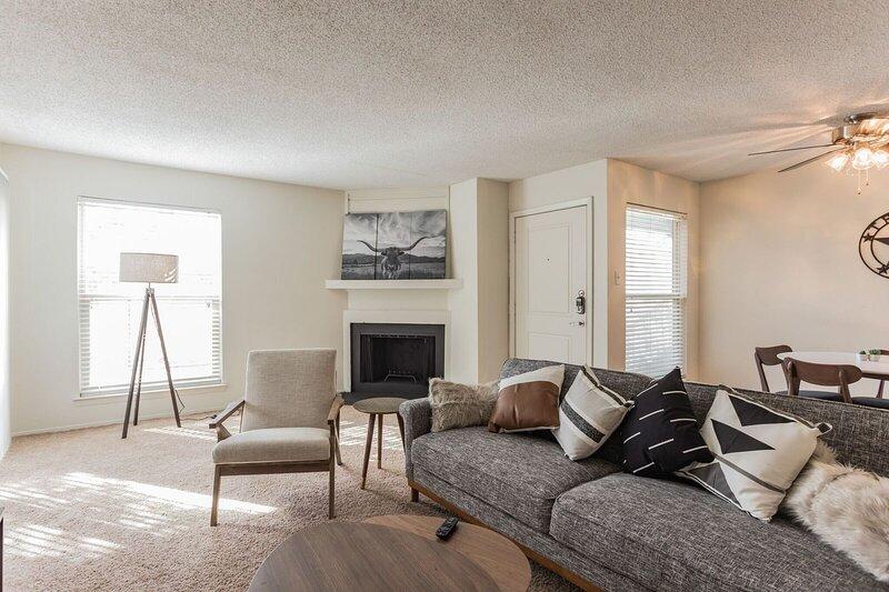 Newly Renovated Midland Suite, alquiler de vacaciones en Barrett