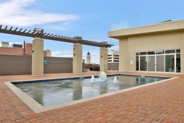 Old Town Lux Loft + New Building + Walk Score 76, vacation rental in Wichita