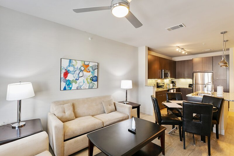 Updated Apartment 1.4 Miles from Children's Hospital, alquiler de vacaciones en Highland Park
