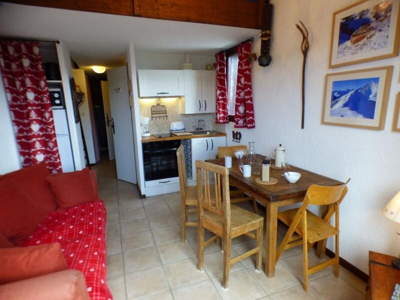 studio cabine + mezzanine 29 m² orienté SUD, holiday rental in Les Saisies