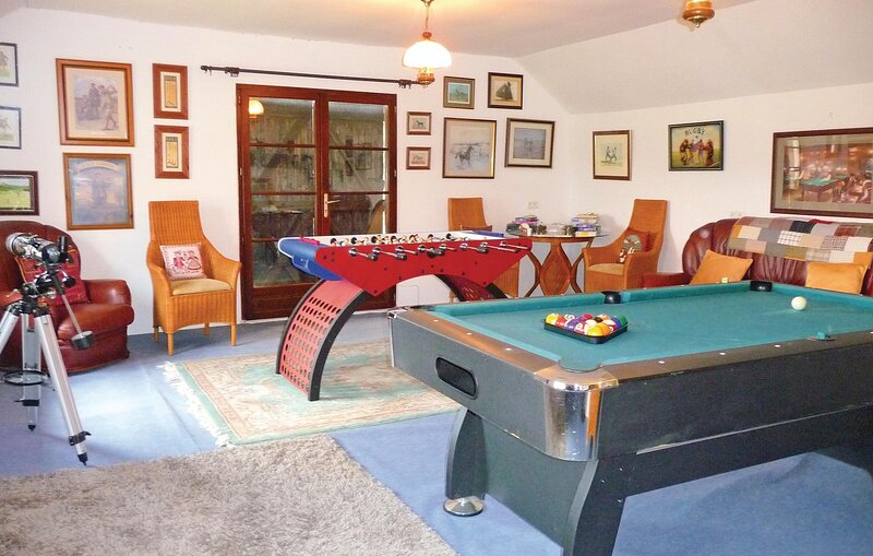 Amazing home in Aux-Aussat with 3 Bedrooms (FMG003), vacation rental in Estampes