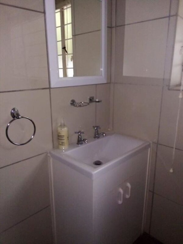 Lior-Gil Accomodation. Stay with us in comfort. Your home away from home., Ferienwohnung in Kempton Park