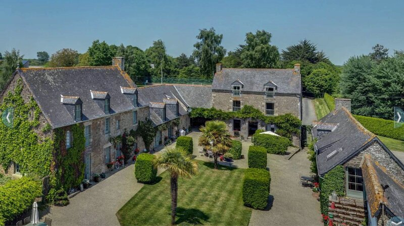 A stunning 15th century Manor House, sleeps 22, with heated pool, holiday rental in Cotes-d'Armor