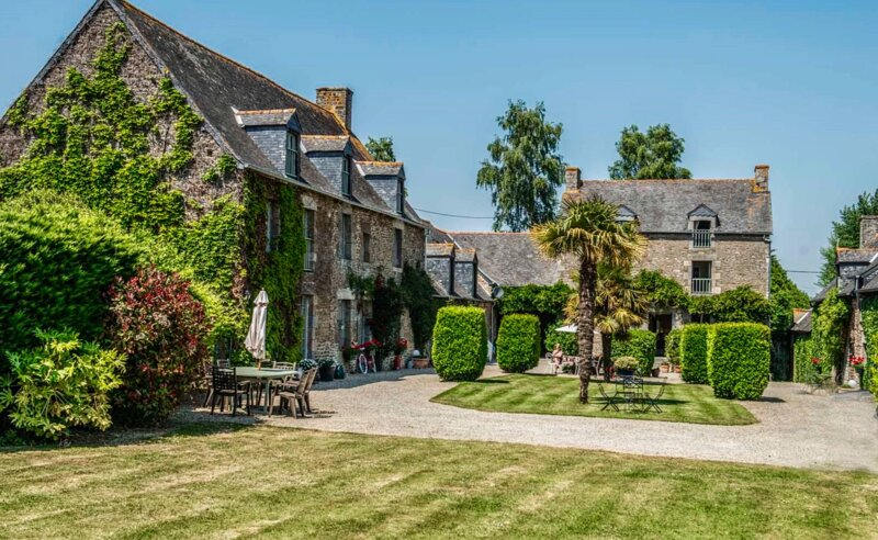 A beautiful 16th century Manor House with heated pool, holiday rental in Saint-Pierre-de-Plesguen