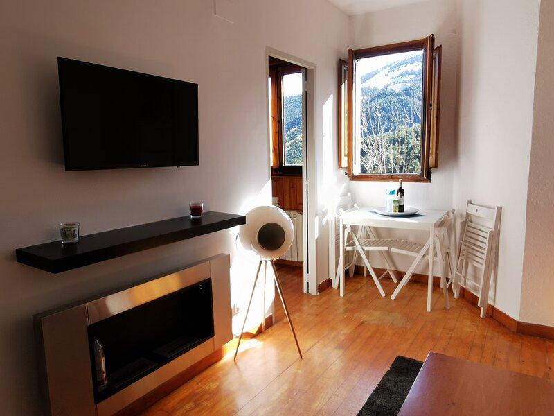 Apartament acollidor a La Molina, 2hab, Wi Fi, location de vacances à Castell de l'Areny