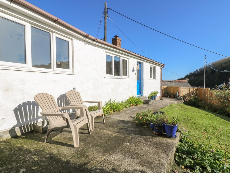 COCKLE ISLAND COTTAGE, enclosed south facing garden, sea views from bedroom, holiday rental in Gillan