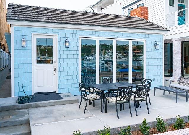 Newly Remodeled Balboa Island Bayfront Cottage – semesterbostad i Girard