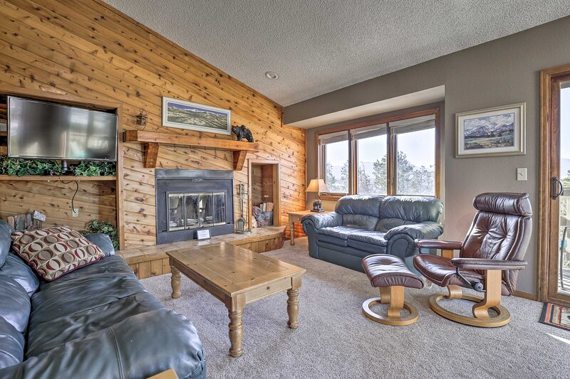 NEW! Ski Hub w/ Mountain View & Ski Shuttle Access, vacation rental in Fraser