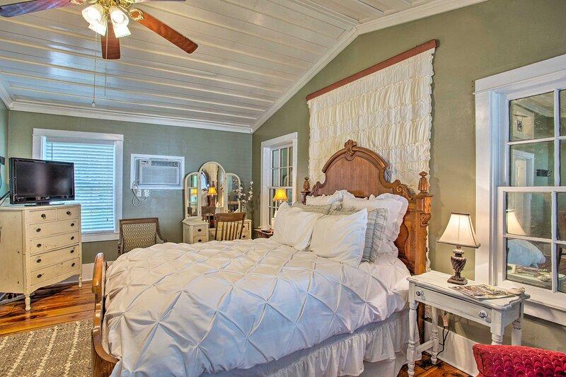 NEW! 'Lorraine Cottage' ~ Walk to DTWN Jefferson!, location de vacances à Jefferson