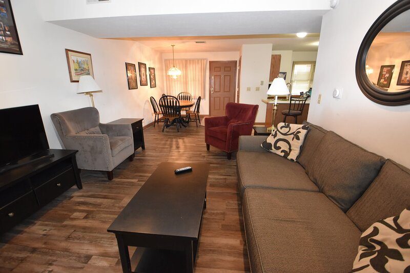 2 Br 2 b Condo at Unv of Notre Dame, Short and long term stays welcome!  ND, holiday rental in Niles