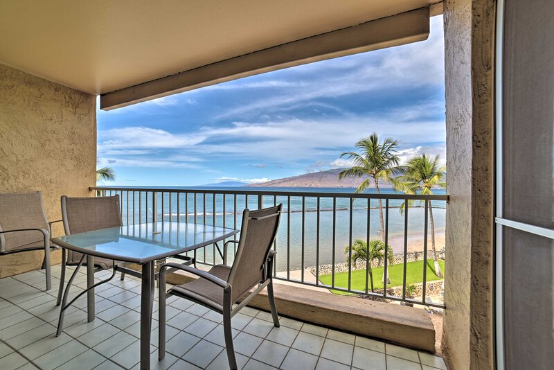 Beachfront Kihei Sanctuary w/ Lanai & Ocean Views!, holiday rental in Kihei