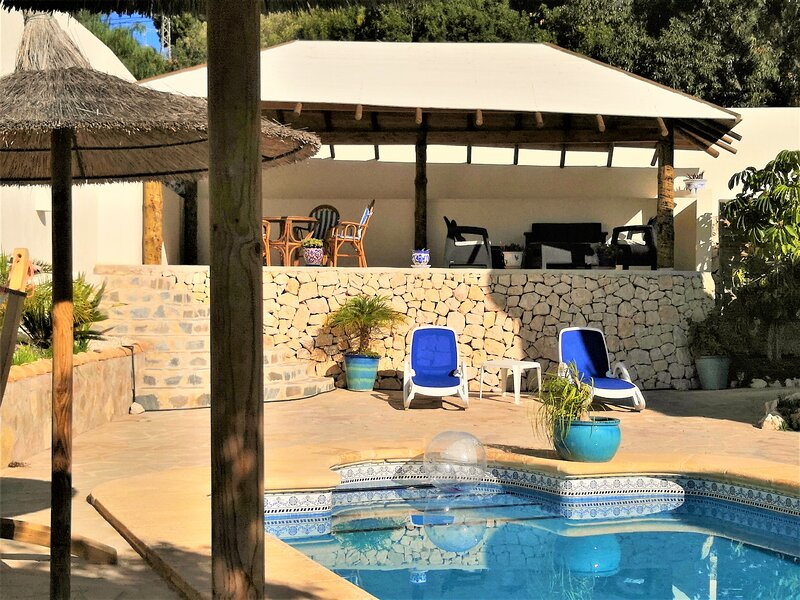 BEAUTIFUL VILLA FOR 10 PEOPLE WITH PRIVATE POOL AND SEA VIEW, vacation rental in Moraira