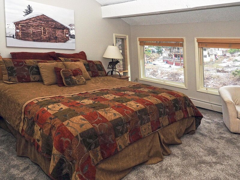 Stunning Creekside Setting, Convenient Location & Great Value (208141), holiday rental in Minturn