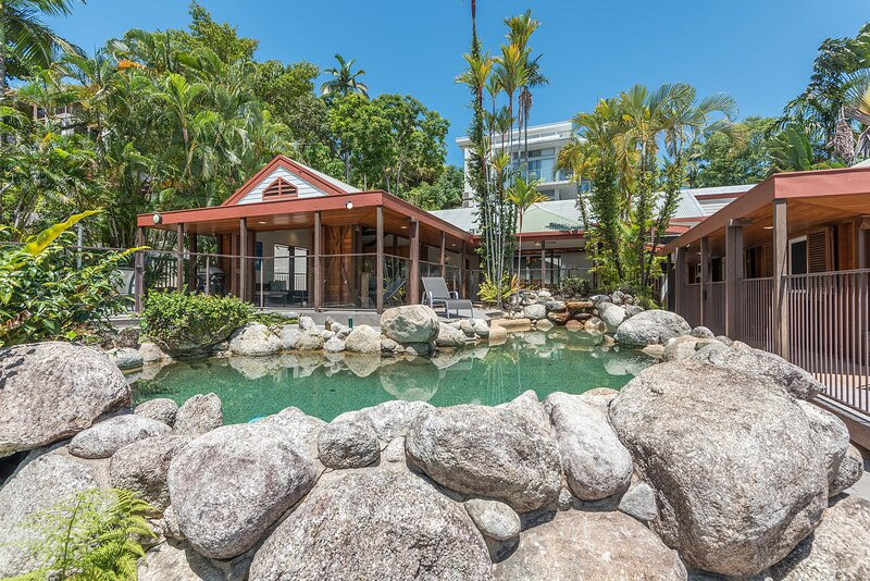 10 Wharf Street - 5 Bedroom House In Town Centre, vacation rental in Whyanbeel