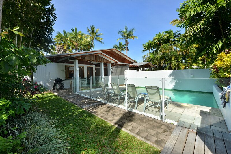 1/48 Garrick Street - 3 Bedroom Villa Close to Beach and Town, vacation rental in Port Douglas