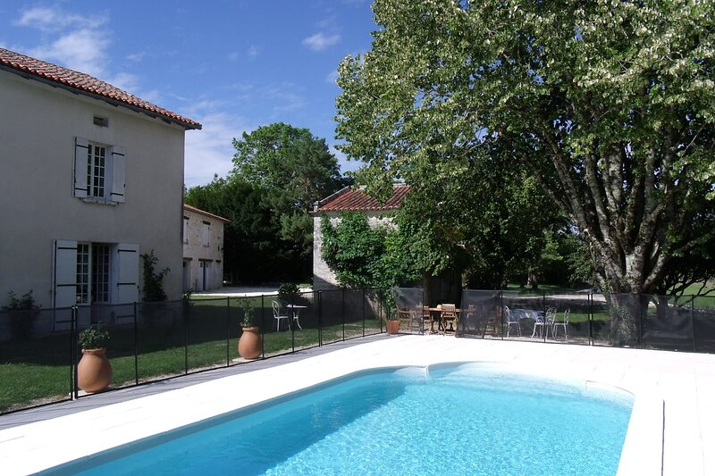 Picturesque 5 bedroom house with pool - Dodo et Tartine, vakantiewoning in Cherval