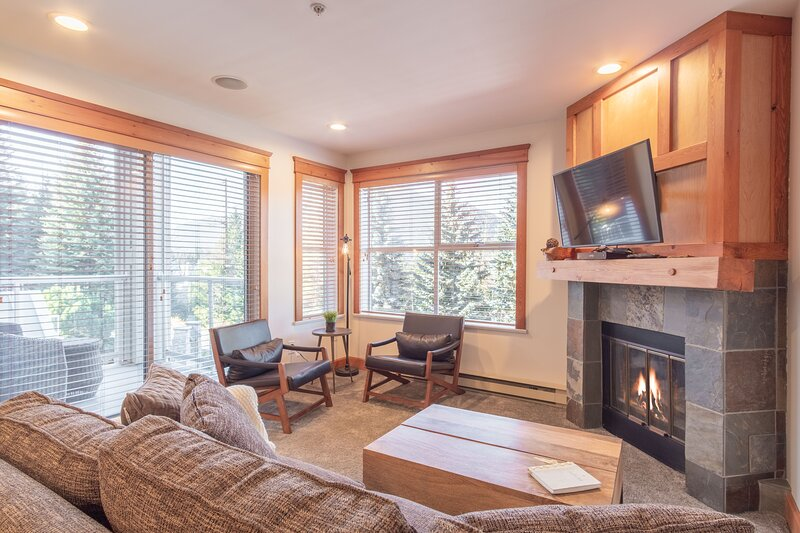 Living and dining area with a gas fireplace and Smart TV.