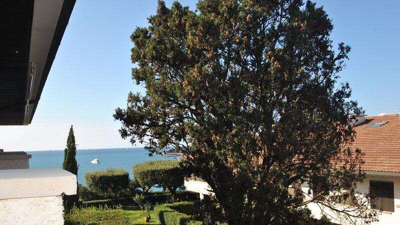 In residence con piscina sul mare - Mono + s. TIPO B, vacation rental in Castiglioncello