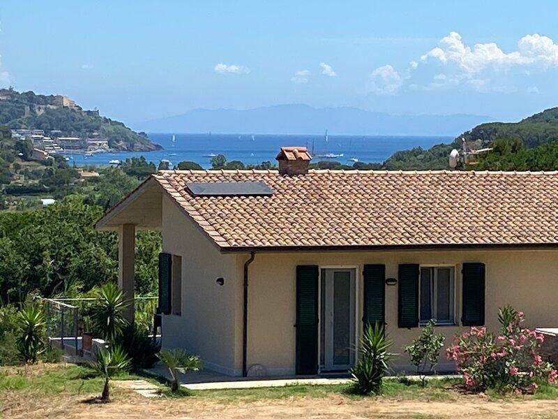 Appartamento con ampio terrazzo panoramico vista mare (Ulivi), holiday rental in Lido di Capoliveri
