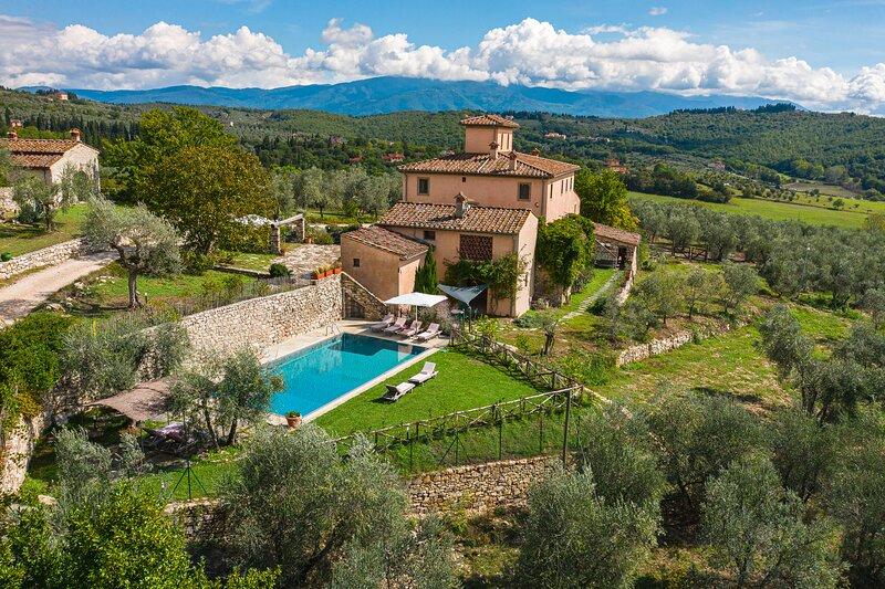La Leopoldina, family villa for 15 pax near Florence. Private heated pool, location de vacances à Bagno a Ripoli