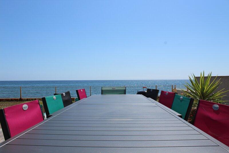 Maison pieds dans l'eau, vue panoramique, bord de mer et sur la plage, aluguéis de temporada em San-Nicolao