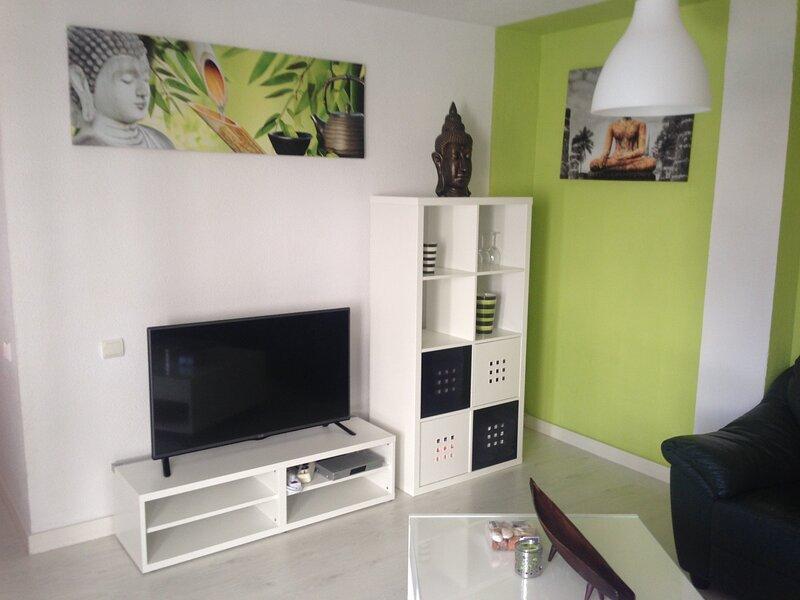 Beautiful 2 bedroom apartment near the beach of Puerto Rico, casa vacanza a Portorico