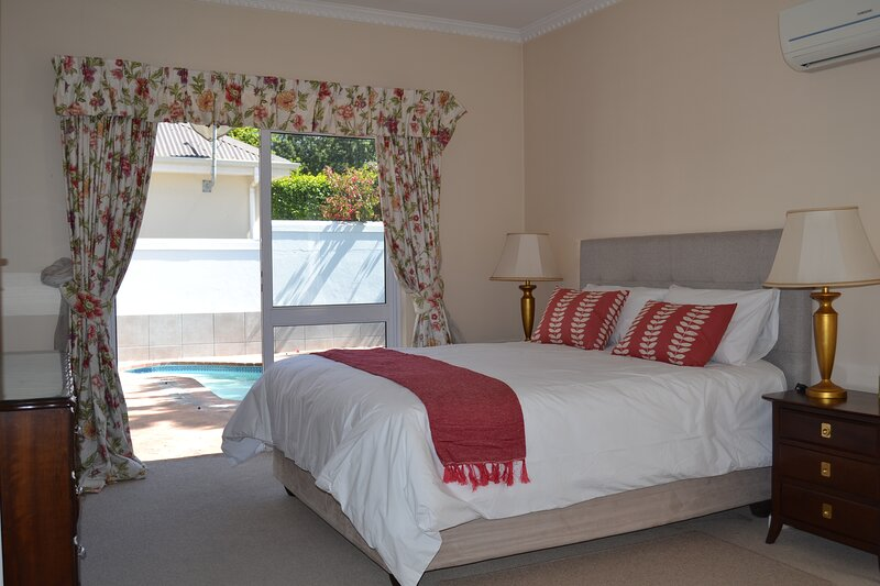 Comfortable 2-bedroom holiday cottage on Erinvale Golf Estate with private pool, location de vacances à Sir Lowry's Pass
