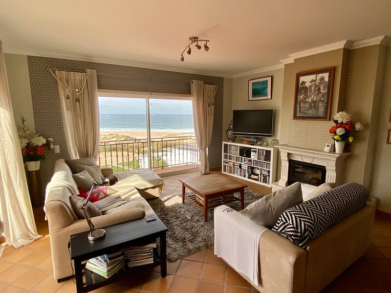 Beach Balcony - a stunning luxury apartment, holiday rental in Leiria District