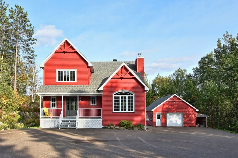 Red Acres Cottage - Spacious and Private, location de vacances à Notre-Dame-de-la-Merci