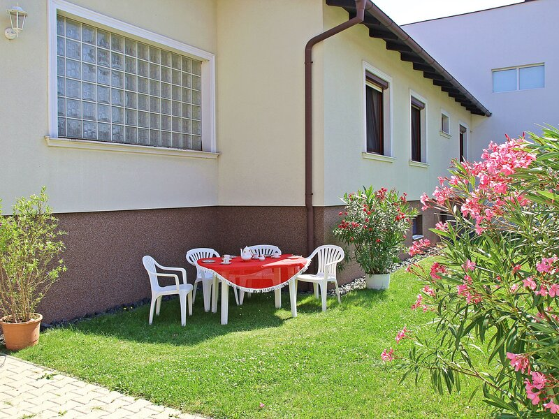 Pannonia, vacation rental in Szakony