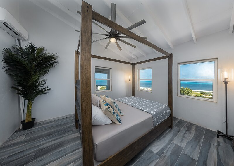Eagle's Nest Loft at The Lookout - Beachfront w/AC – semesterbostad i Grand Turk
