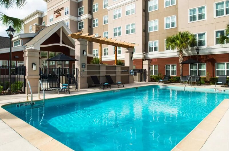 Friends and Family Getaway! 4 Modern Units Near Attractions, Pool, Parking, holiday rental in Gainesville