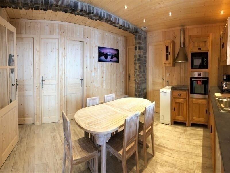 Appartement 10 personnes dans un chalet individuel, aluguéis de temporada em Fontcouverte-la-Toussuire