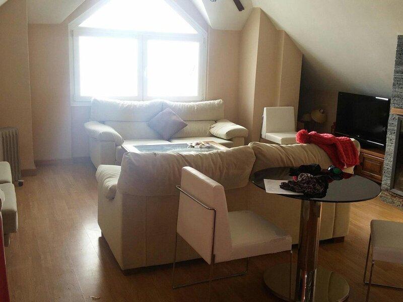 Duplex apartment next to the ski lift, alquiler de vacaciones en Pradollano