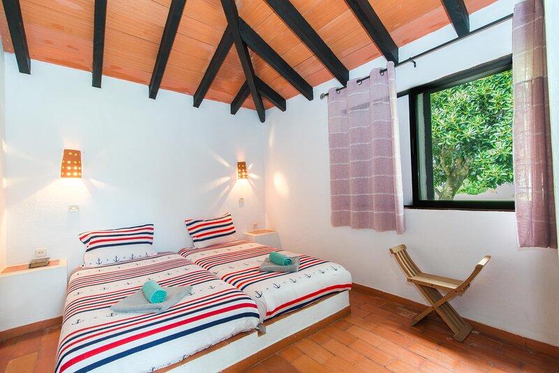 Amazing house with shared pool, casa vacanza a Santa Luzia