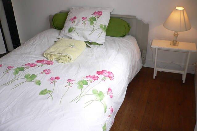 Belle chambre confortable au calme, location de vacances à Poses