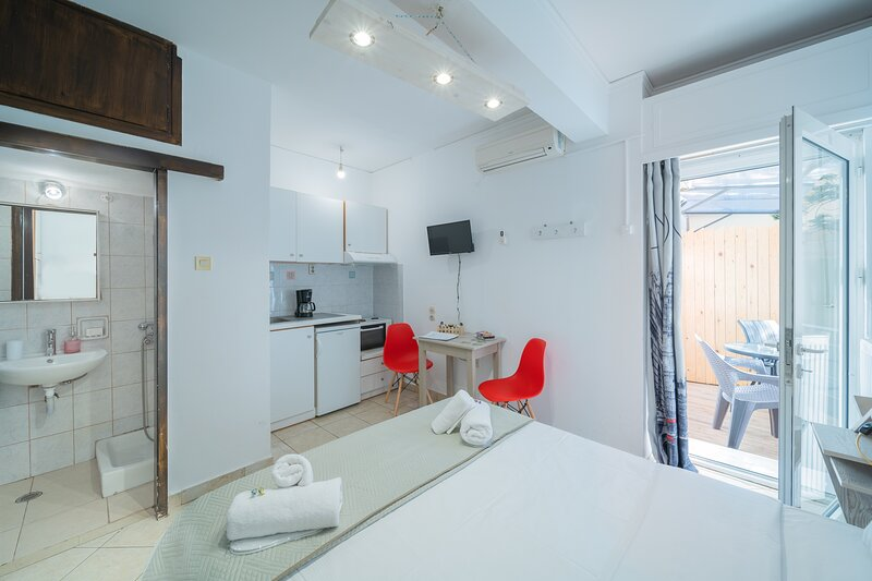 City Center Studios H3, holiday rental in Nea Alikarnassos