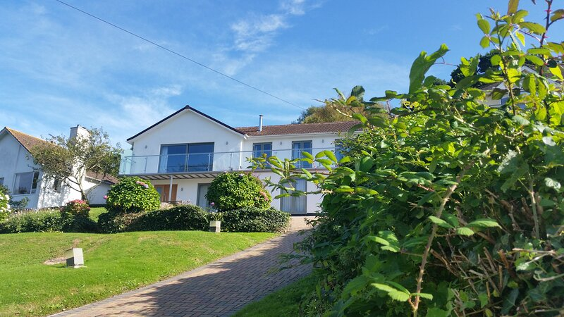 Outstanding 5 bed detached house in Noss Mayo, South Devon. Close to beaches, aluguéis de temporada em Yealmpton