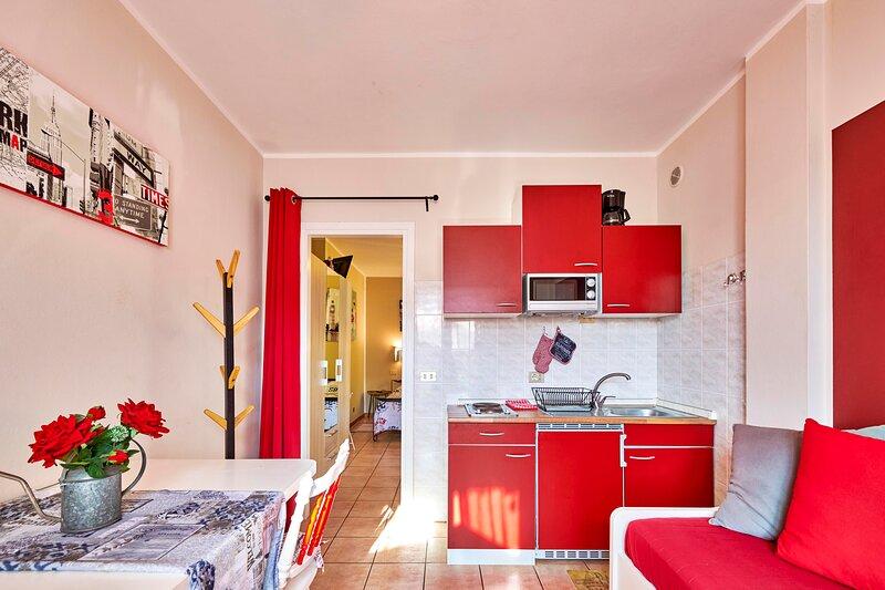 'juliet' bilocale con balcone, vacation rental in Cola