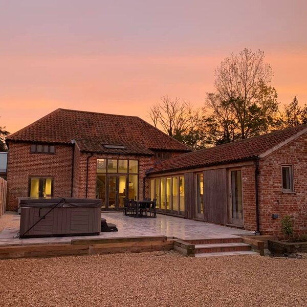 The Granary, Luxury Self Catering Holiday House & Hot Tub, Banningham, Norfolk, vacation rental in Aylsham