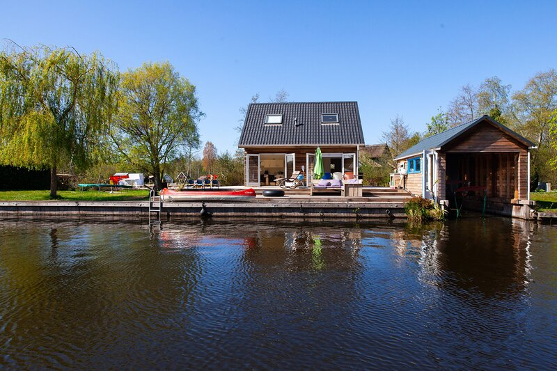 Mar a Lago 3 bedroom family friendly holiday home, holiday rental in Steendam