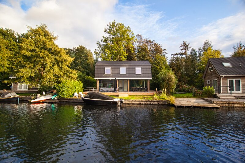 Lakevilla 4 - 8 persons 't Pronkje, holiday rental in Steendam