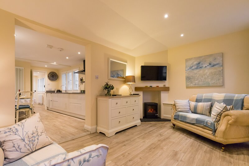 Abbey House Cottage   Charming Seaside town home, holiday rental in Wells-next-the-Sea