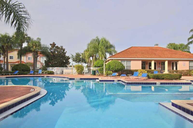 Beautiful, brand new home Fiesta Key Orlando 4732, casa vacanza a Intercession City