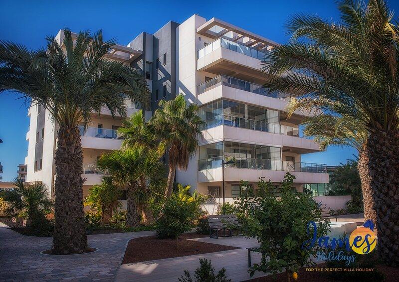 La Zenia Penthouse indoor/outdoor pool &gym EB3, holiday rental in La Zenia